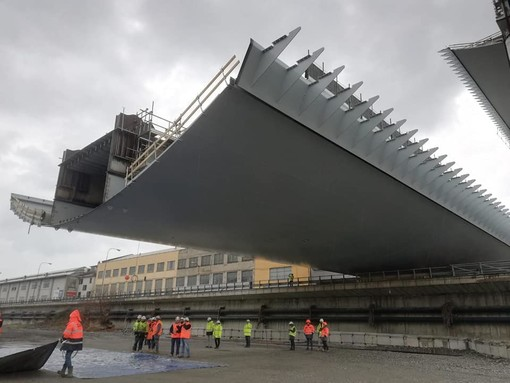 Nuovo ponte di Genova: iniziate le operazioni di spostamento del secondo impalcato da 100 metri (FOTO)