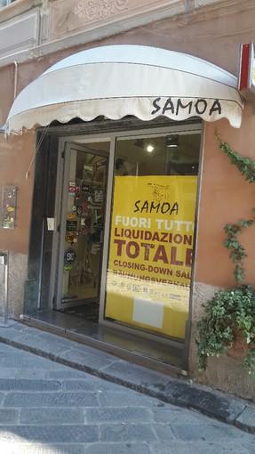 Tra cedesi attività e chiusure, ecatombe di negozi nel centro storico di Finale