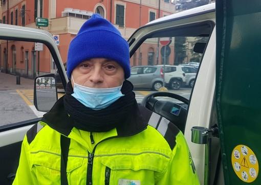 Albissola, in pensione lo storico netturbino Roberto: attestati di stima degli albissolesi