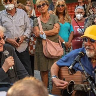 Ottobre De André per la prima volta nei vicoli di Albenga: un grande successo (FOTO)