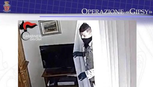 Rubava negli appartamenti e truffava gli anziani del Ponente: arrestato dai carabinieri