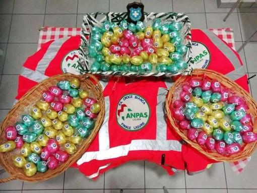 Ovetti di cioccolato per sostenere la Croce Bianca di Finalmarina