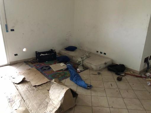 Albenga: tre persone deferite per occupazione abusiva di immobile