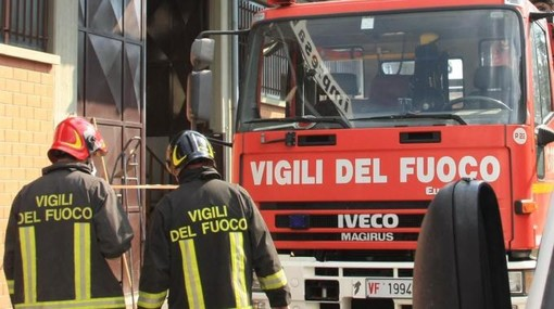 Camion prende fuoco dal casello di Savona: intervento dei vigili del fuoco