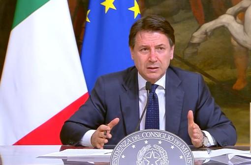 """Coronavirus, Conte: """"Più poteri alle Regioni e multe fino a 3mila euro. Falso il prolungamento delle restrizioni al 31 luglio"""""""