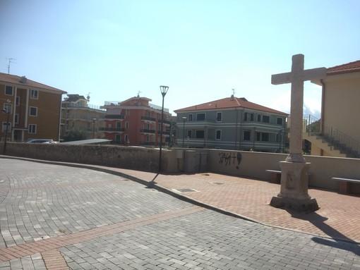 Pietra intitola la piazzetta compresa tra via Ghirardi e via Soccorso al dottor Angelo Spotorno