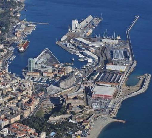 Cgil, Cisl e Uil proclamano lo sciopero del porto a Genova, Savona e Vado