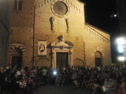 immagine di repertorio: un evento in piazza San Michele