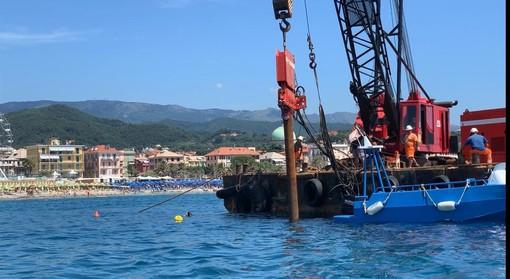 Presepe degli Abissi delle Albisole: i primi pali piantati in mare (FOTO e VIDEO)