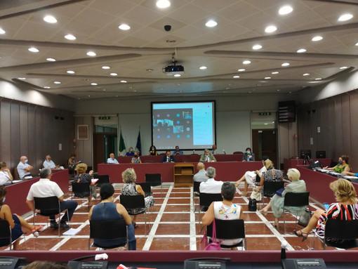 Scuola, a Palazzo Nervi continua il dibattito sul prossimo anno scolastico: al centro dell'attenzione anche il trasporto