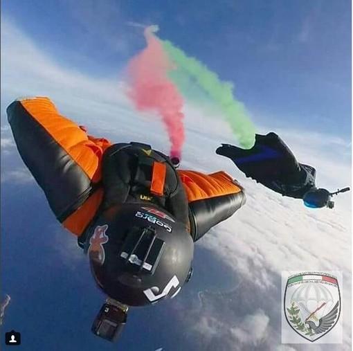 Il tricolore arriva dal cielo ad Albenga. Il 2 giugno lanci di paracadutisti e tute alari (FOTO e VIDEO)