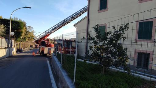 Due principi di incendio in una canna fumaria e in un vano scala a Loano e Savona