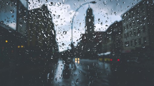 Meteo, arriva la perturbazione: piogge e temporali oggi e domani