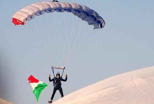 Albenga: il 2 giugno visto dall'occhio dei paracadutisti (VIDEO)