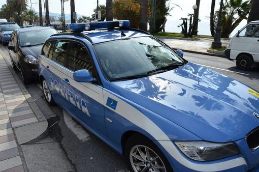 Controlli della polizia alle auto in transito tra Alassio e Albenga
