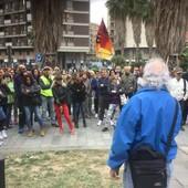Scatta l'obbligo del Green Pass e prosegue la protesta: a Savona lavoratori in presidio dalla Prefettura (FOTO e VIDEO)
