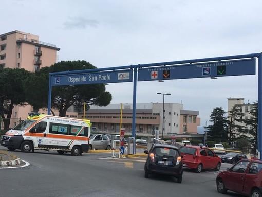 Savona, perde il controllo del motorino e finisce a terra: ragazza in codice giallo al San Paolo
