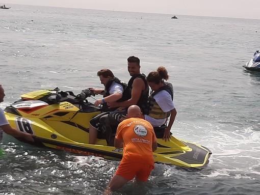 """La """"Jet Ski Therapy"""" sbarca ad Albissola: sport e solidarietà insieme nel mare albissolese (FOTO e VIDEO)"""