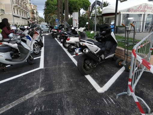 """Finale, il nuovo piano parcheggi sul lungomare non convince la minoranza: """"Meno parcheggi: oltre al danno la beffa"""""""