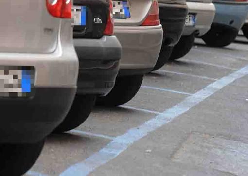 """""""Parcheggi gratuiti nel fine settimana"""". Dalla Confcommercio di Albenga la proposta al sindaco Tomatis"""