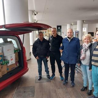 #MoloSolidale, lo shopping center di Vado consegna al comune beni alimentari per i residenti in difficoltà