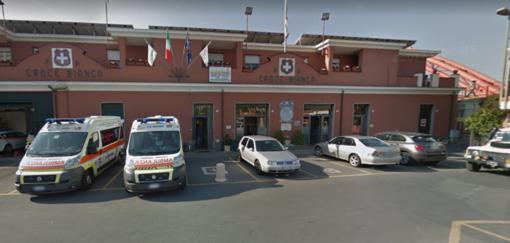 Volontario minacciato con un coltello davanti alla Croce Bianca di Albenga da un extracomunitario