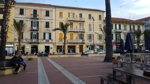 Albenga: lite finisce a colpi di bottiglia in Piazza del Popolo