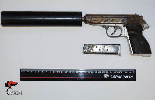 Millesimo, albanese arrestato per porto abusivo d'arma: accertamenti sulla sua pistola