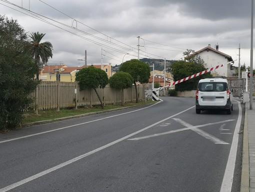 Passeggiano sui binari a Pietra Ligure e Loano, treni bloccati per il secondo giorno