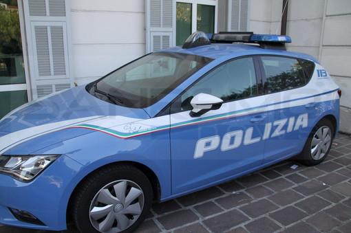 Alassio, dorme sotto casa dall'ex compagna: la Polizia di Stato indaga ed emerge caso di stalking