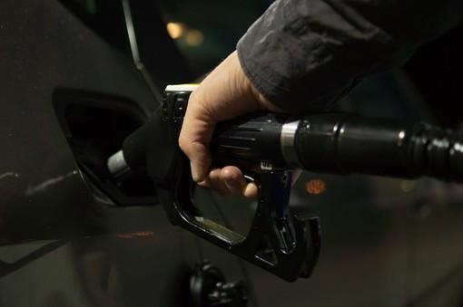 """Benzina, Coldiretti: """"Record prezzi pesa su spesa delle famiglie e imprese"""""""