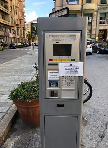 Savona, parcheggi Ata, i parchimetri accettano solo il pagamento con il pos: la rabbia dei cittadini