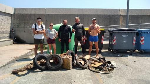 Varazze, effettuata la pulizia dei fondali nel mare varazzino (FOTO)