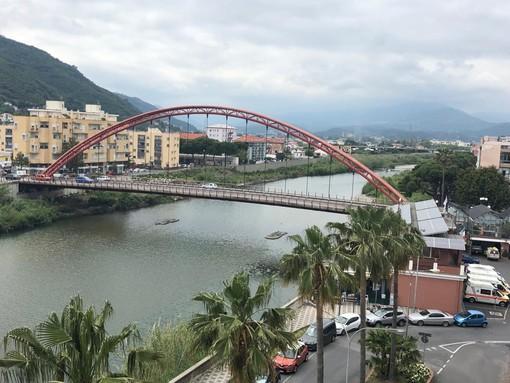 Albenga: il ponte Viveri torna ad essere rosso!