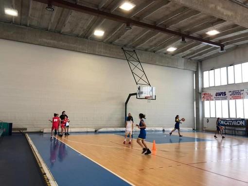 Pietra Ligure, intervento di manutenzione all'interno del Palazzetto dello Sport (FOTO)