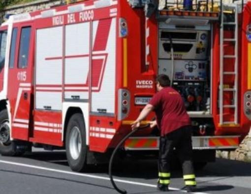 Incendio a Enesi, nell'entroterra di Albenga