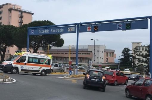 Savona, scontro tra auto e moto in corso Ricci: un ferito al Santa Corona