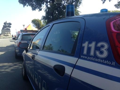 Pattuglione della Polizia di Stato ad Albenga, controlli a veicoli e persone