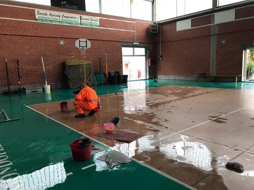 Toirano: in fase di sistemazione il palasport di via Urivei colpito dall'alluvione