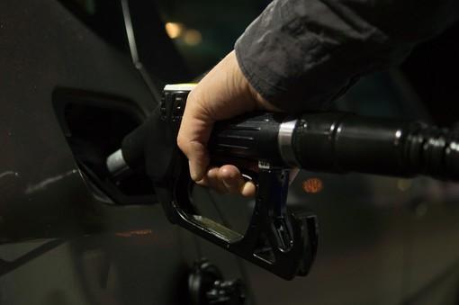 """Tensioni USA e Iran, l'allarme di Coldiretti: """"Rincaro del petrolio fa temere per famiglie e imprese del territorio"""""""