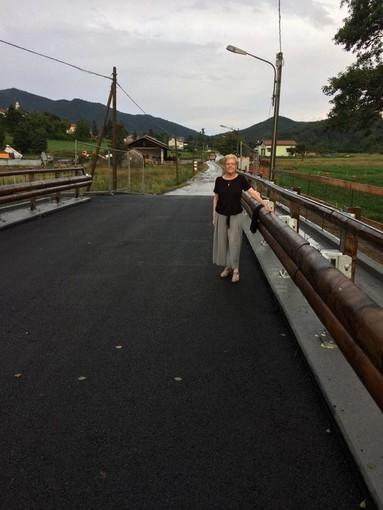 Il sindaco di Bardineto Franca Mattiauda annuncia l'apertura del nuovo ponte