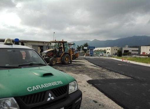 Cisano, i carabinieri forestali sequestrano un piazzale con rifiuti edili interrati (FOTO)