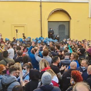 """Protesta e rabbia anti-chiusure, a Roma anche il loanese Yury Pastore: """"Non serve visibilità agli pseudo-leader, è in gioco il futuro dei nostri figli"""""""