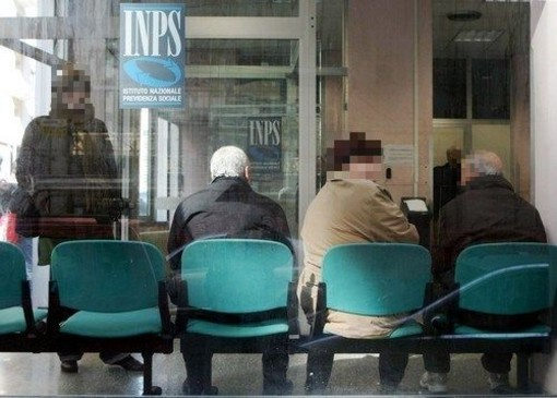 Appello unitario dei pensionati: 'Per la pensione andate in banca su appuntamento o usate il bancomat'