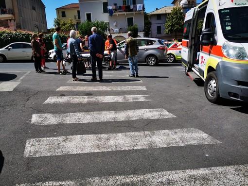 Investimento pedonale in via Patrioti ad Albenga, uomo trasportato in codice giallo al Santa Corona (FOTO)