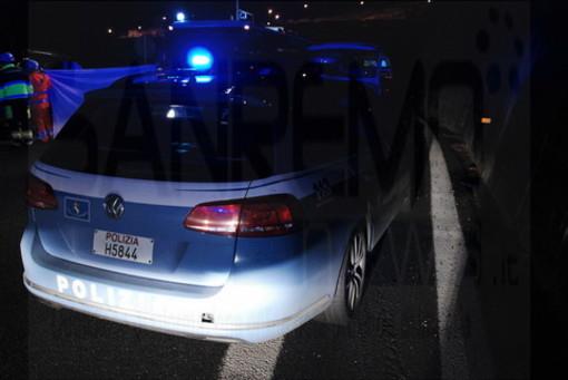 10 migranti nascosti in un cassone di un tir sull'A10 tra Borghetto e Ceriale: erano diretti in Francia