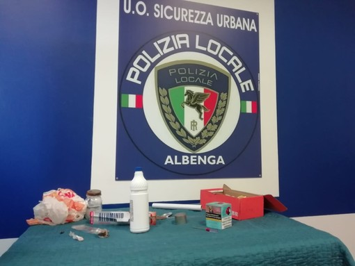 Commercio abusivo e contraffazione: maxi operazione della polizia locale di Albenga