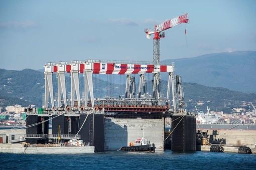 "Vado, in arrivo la nave ""Zhen Hua 23"" con altre gru per la piattaforma Maersk"