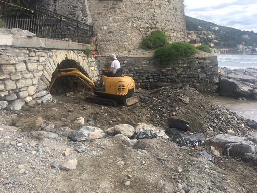 Alassio, cominciati i lavori alla foce del rio Palmero e in piazza Quartino