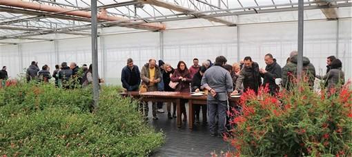 """Successo per """"Petali in vaschetta"""" la manifestazione dedicata alla cucina con i fiori promossa da Raverabio di Albenga in collaborazione con il CREA di Sanremo"""